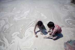 Children collecting cenosphere from the Ash pond of Bhusawal thermal power station (1420 MW). The pond is very close to smaller streams that flow into the Bhogavati River which feeds into River Tapi. Formed out of coal combustion at thermal power plants, cenosphere is an inert, fine substance containing silica and alumina and filled with air or inert gas. Low in density (about 0.4–0.8 g/cm³), and tough, waterproof, and insulative in nature, cenosphere is used as fillers in cement, metals and polymers and even in paints.